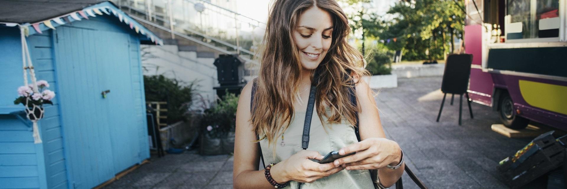 La  kunden selv velge fysisk eller digital kommunikasjonskanal